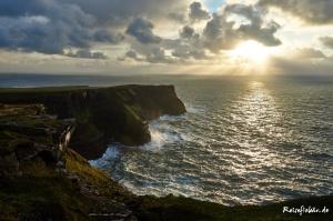 irland westkueste cliffs of moher wanderweg sonnenuntergang