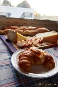 frankreich fruehstueck croissant