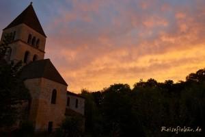 frankreich saint leon sur vezere kirche sonnenuntergang