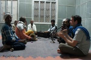 indien hinduistischer tempel musizieren