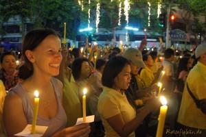 bangkok thai koenig geburtstag kerzen